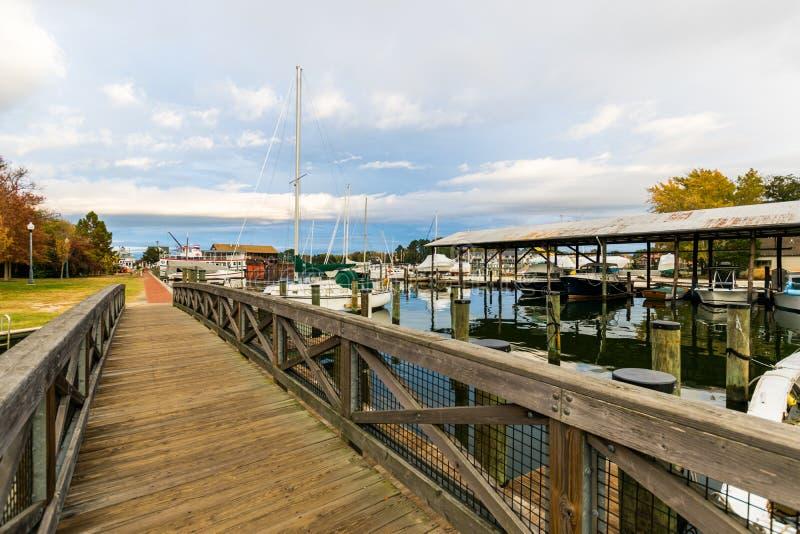 Autumn Color la riva ed il porto della baia di Chesapeake in st Michaels immagine stock