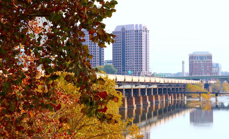 Autumn Colors Brighten River and Freight Crain City Scense fotografia de stock royalty free