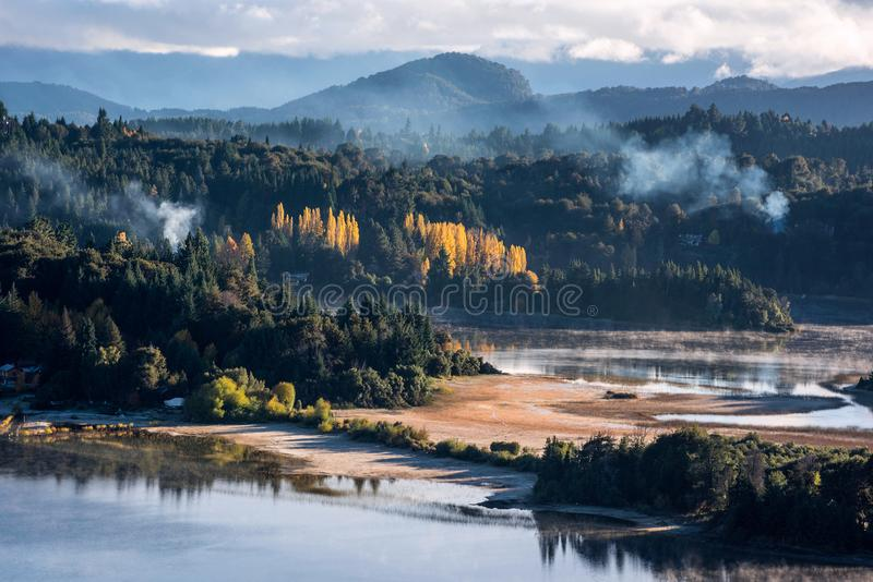 Autumn Colors in Nahuel Huapi-meer, Patagonië stock afbeelding