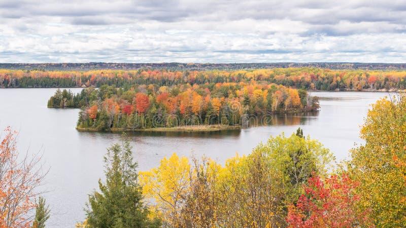 Autumn Colors, traînée de Highbanks, chemin détourné scénique d'AuSable, MI images libres de droits