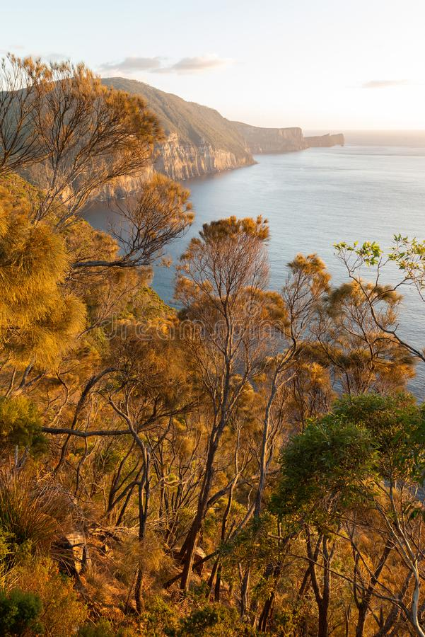 Autumn Colours au-dessus de cap Hauy, Tasmanie, Australie image libre de droits