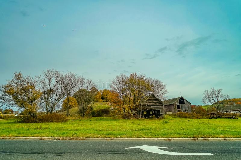 Autumn Country Road Oktober som är ny - ärmlös tröja USA royaltyfria foton