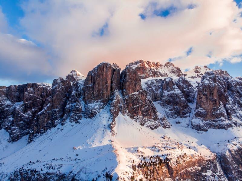 Autumn Dolomites-panoramafoto, de bergpas van zonsondergangtrentino Alto Adige, Italië Lucht Mening royalty-vrije stock fotografie