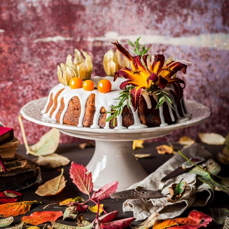 Autumn Harvest Banana Bundt Cake fotografie stock libere da diritti
