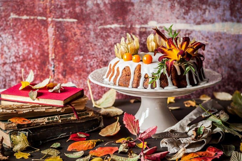 Autumn Harvest Banana Bundt Cake stock fotografie