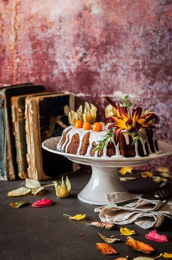 Autumn Harvest Banana Bundt Cake royalty-vrije stock fotografie