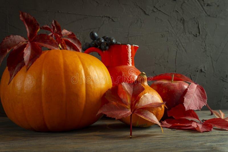 Autumn Harvest och ferietacksägelsestilleben arkivfoton
