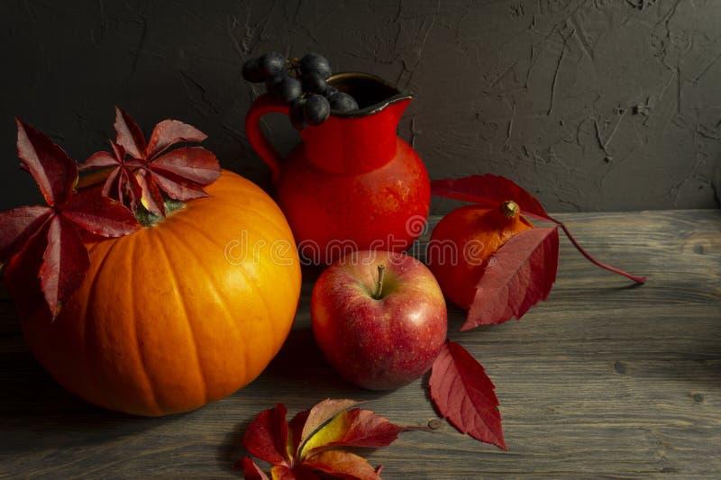 Autumn Harvest och ferietacksägelsestilleben royaltyfria bilder