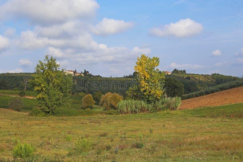 Autumn Italian lantligt landskap arkivfoto