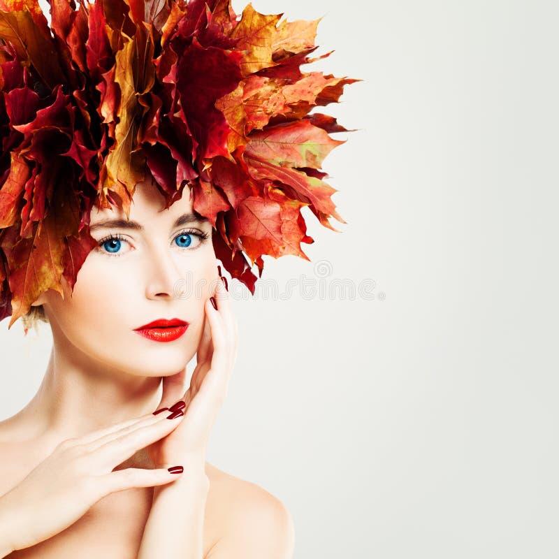 Autumn Lady Mooie vrouw met gezonde huid royalty-vrije stock foto