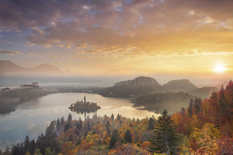 Autumn Lake Bled royaltyfri bild