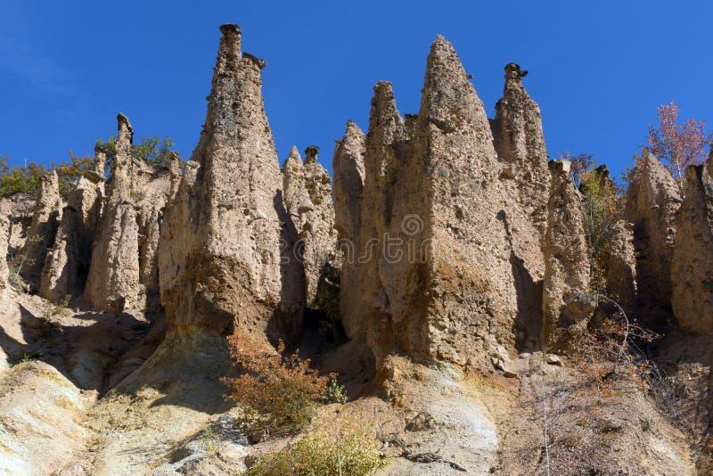 Autumn Landscape da cidade do ` s do diabo da formação de rocha na montanha de Radan, Sérvia imagens de stock