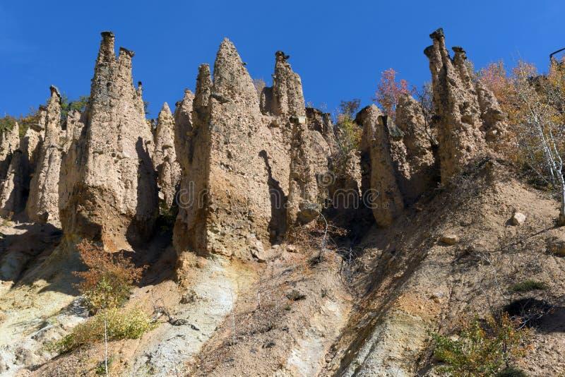 Autumn Landscape da cidade do ` s do diabo da formação de rocha na montanha de Radan, Sérvia fotos de stock royalty free