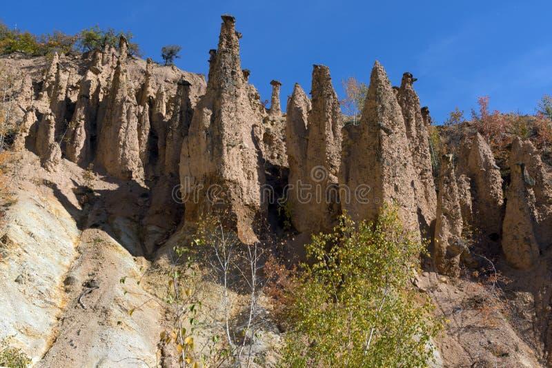 Autumn Landscape da cidade do ` s do diabo da formação de rocha na montanha de Radan, Sérvia imagem de stock royalty free