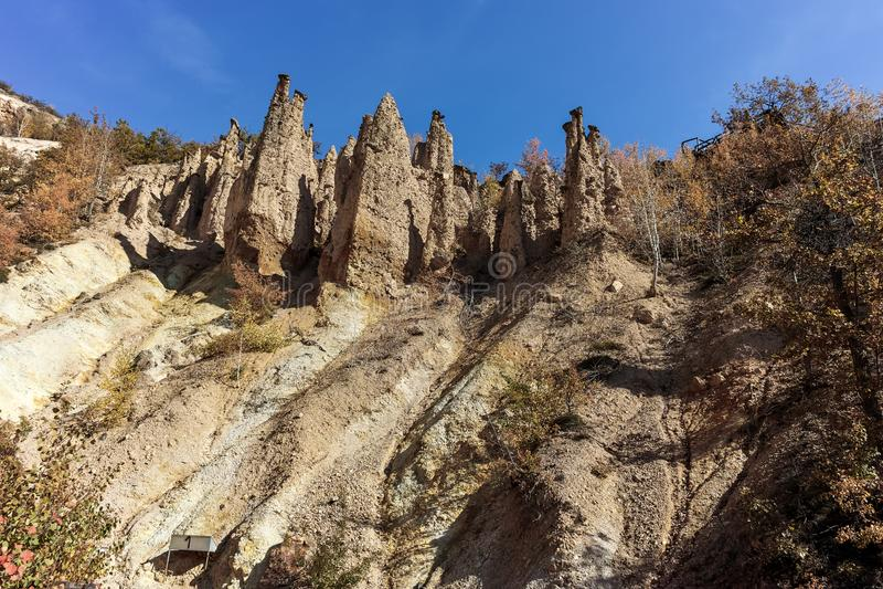 Autumn Landscape de surpresa da cidade do ` s do diabo da formação de rocha na montanha de Radan imagem de stock royalty free
