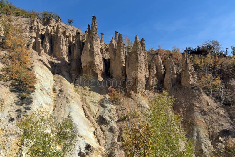 Autumn Landscape della città del ` s del diavolo di formazione rocciosa in montagna di Radan, Serbia fotografie stock