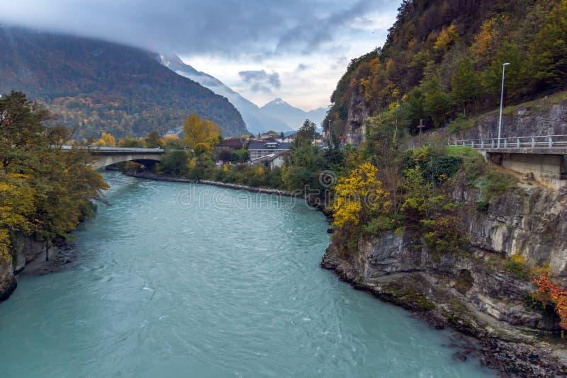 Autumn Landscape que sorprende del río Rhone, Suiza imagenes de archivo