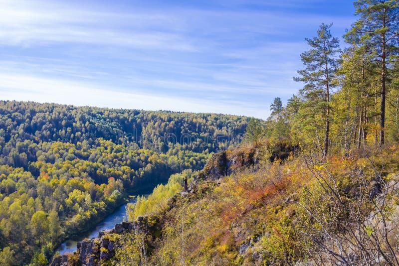 Download Autumn Landscape Vue De La BERD Sibérienne De Rivière, De La Roche Image stock - Image du côtes, near: 77156513