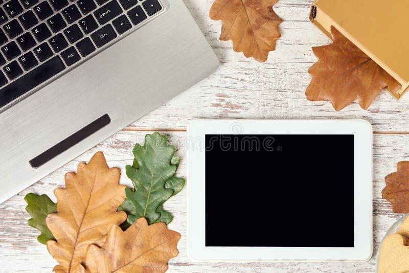 Autumn Leaves Tablilla moderna Cuaderno gris fotografía de archivo