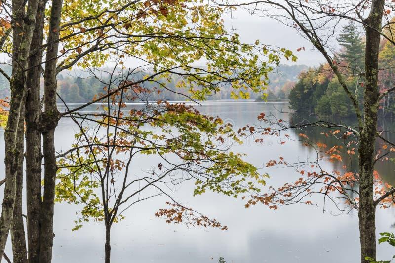 Autumn Morning en el depósito de Waterbury imagenes de archivo