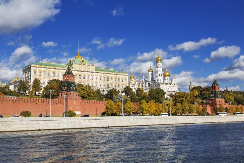 Autumn Moscow, o Kremlin, Moscou-rio imagens de stock royalty free