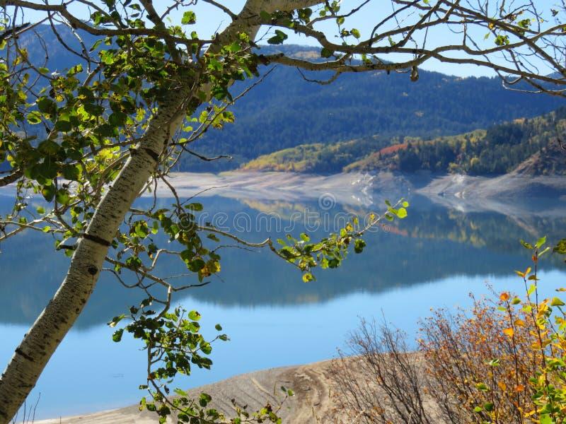 Autumn Mountain Lake royalty-vrije stock afbeeldingen