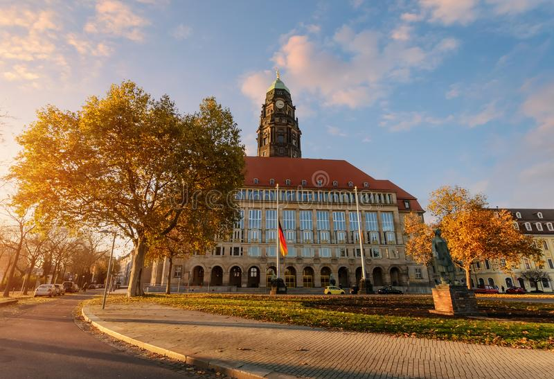 Autumn New Town Hall sul quadrato di Rathaus a Dresda immagine stock libera da diritti
