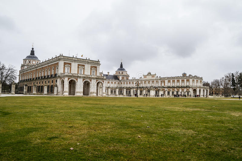 Download Autumn.Palace Аранхуэса, Мадрида, места наследия Spain.World мимо Стоковое Изображение - изображение насчитывающей строя, замок: 37926629