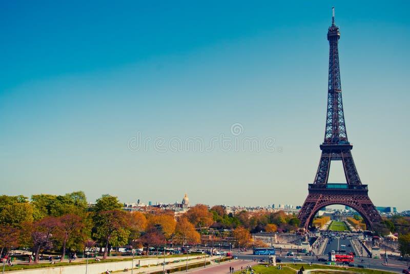 Autumn Paris, torre Eiffel foto de stock