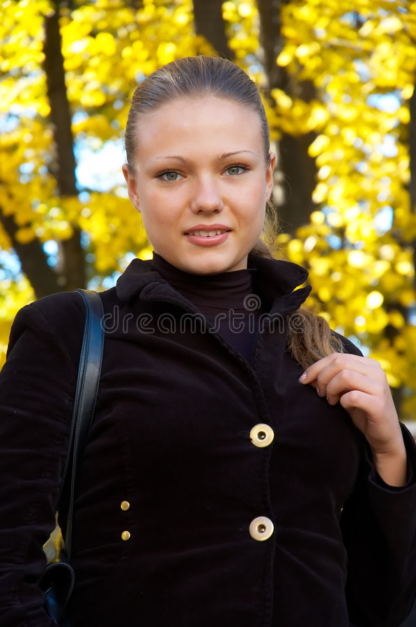 Free Autumn Portrait Of A Girl Stock Image - 1517351