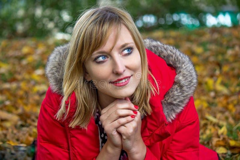 Autumn Portrait van de jonge Vrouw royalty-vrije stock foto's