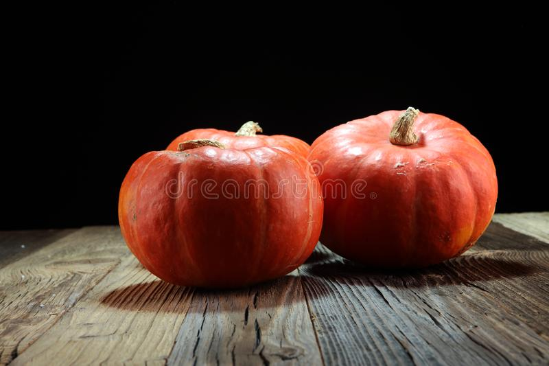 Autumn Pumpkin Thanksgiving Background - oranje pompoenen over ru stock foto's