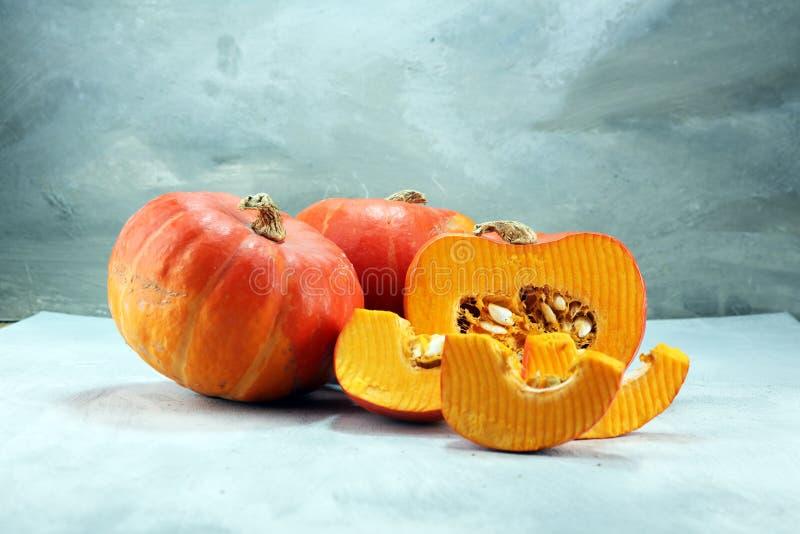 Autumn Pumpkin Thanksgiving Background - oranje pompoenen over ru royalty-vrije stock afbeelding