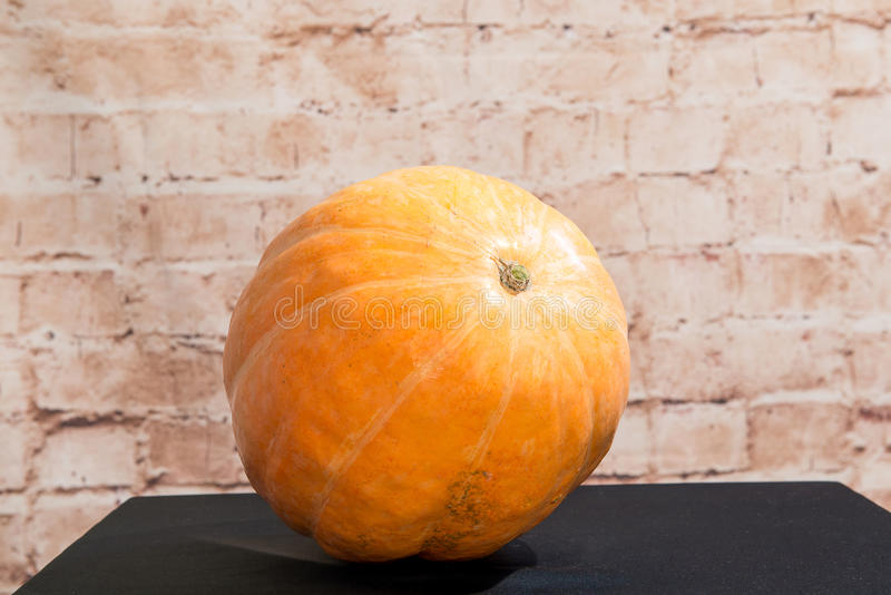 Autumn Pumpkin Thanksgiving Background - potirons oranges au-dessus de table en bois produit d'automne Potiron découpé pour Veill photos stock