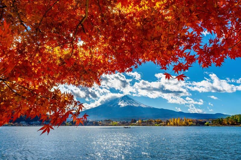 Autumn Season en Berg Fuji bij Kawaguchiko-meer, Japan stock foto