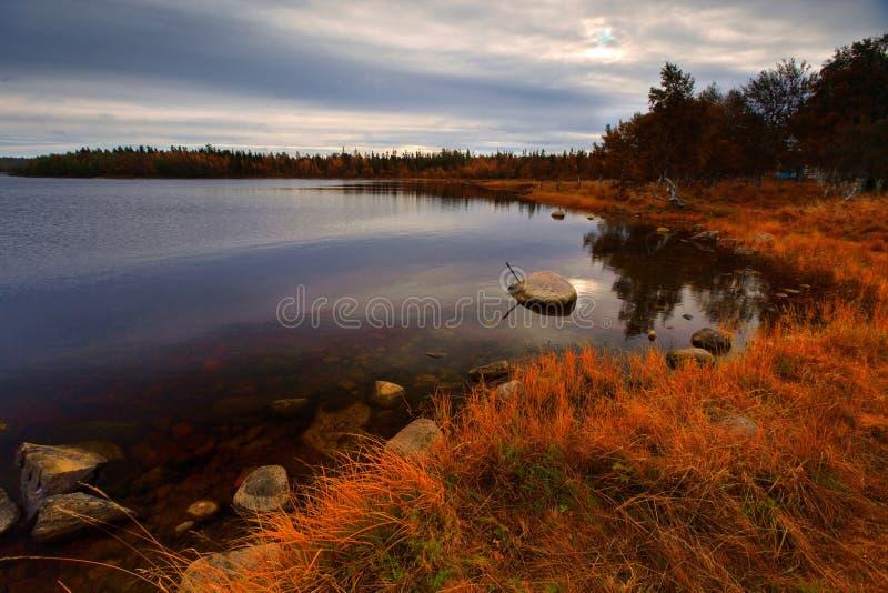 Autumn See morgens lizenzfreie stockbilder
