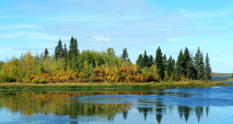 Autumn See und Insel lizenzfreie stockbilder