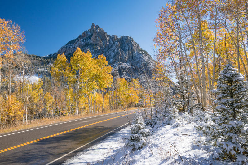 Autumn Snow in San Juan Mountains stockfotos