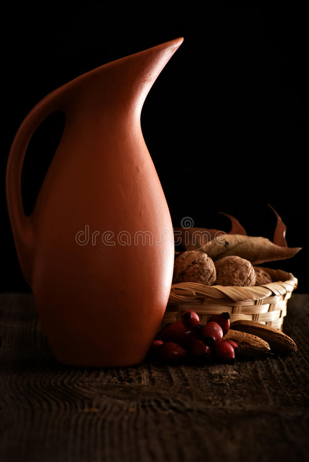 Autumn Still Life avec la cruche images stock