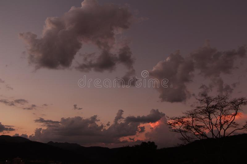 Autumn Sunset nelle montagne immagine stock