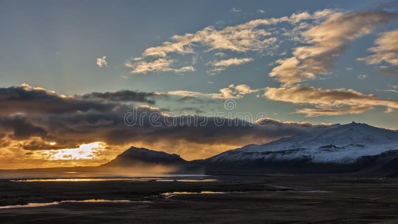 Autumn Sunset Over Icelandic Volcano image libre de droits