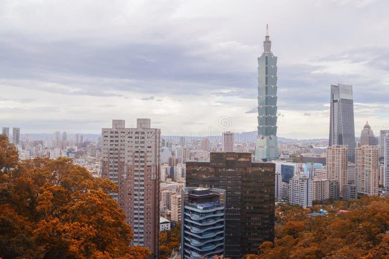 Autumn Taipei Skyline lizenzfreies stockbild