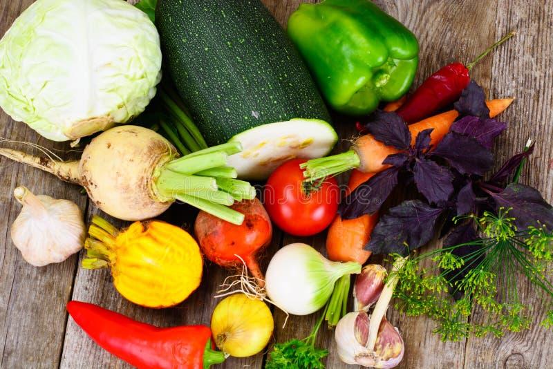 Autumn Vegetables Beets, Zwiebeln und Karotten lizenzfreies stockfoto