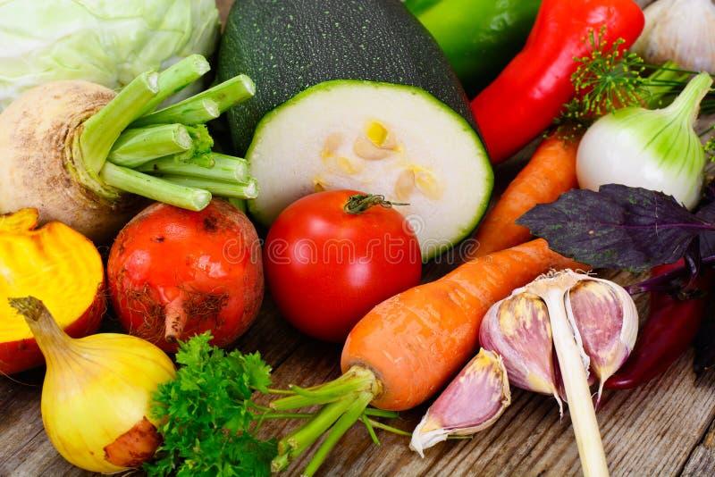 Autumn Vegetables Beets, Zwiebeln und Karotten stockfoto