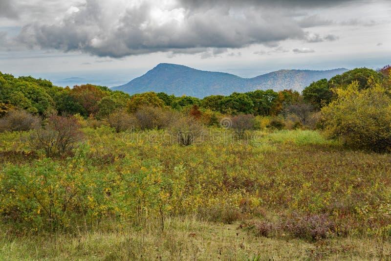 Autumn View di vecchia montagna dello straccio immagini stock libere da diritti