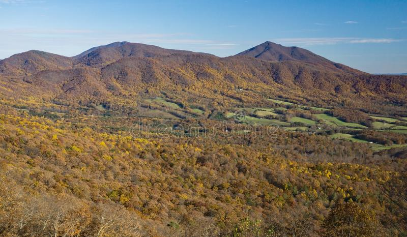 Autumn View Peaks della lontra, Bedford County, la Virginia, U.S.A. immagini stock