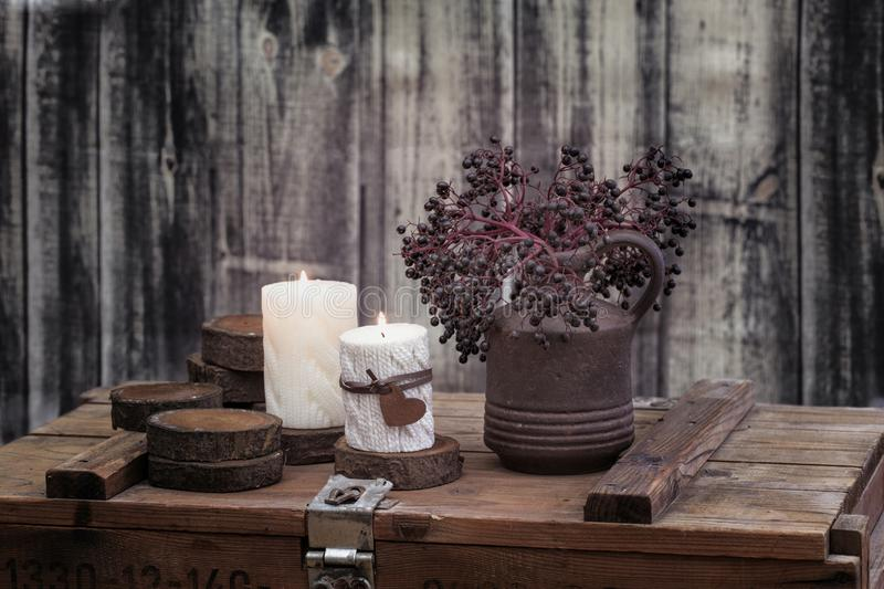 Autumn Winter Still Life With-Kerzen stockbilder