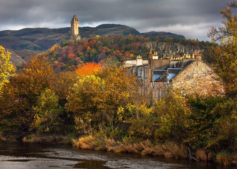 Autunnale variopinto una vista del monumento di William Wallace immagine stock