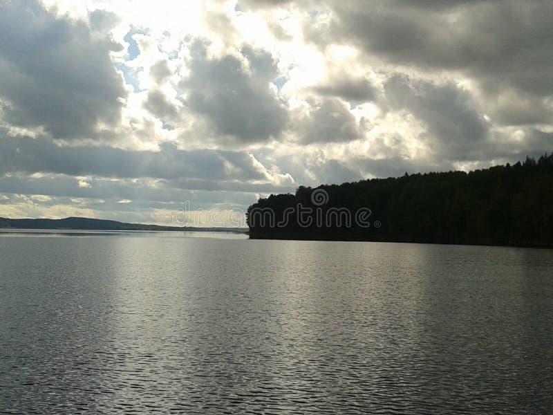 Autunno, Carelia, caccia, foresta, paesaggio, il lago Ladoga fotografia stock