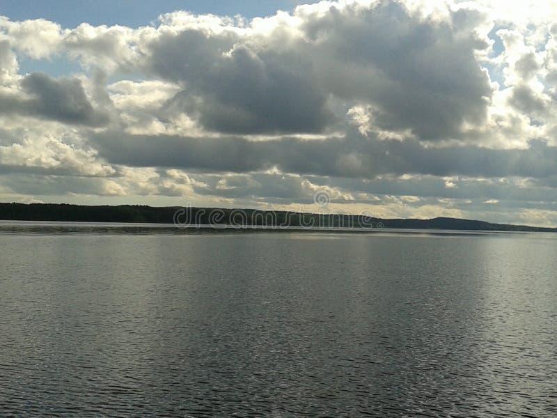 Autunno, Carelia, caccia, foresta, paesaggio, il lago Ladoga fotografia stock libera da diritti